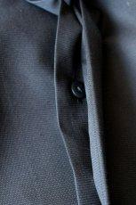 画像4: ETHOSENS / ノーカラーロングシャツ (4)